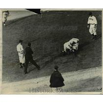 1937 Press Photo Pirates catcher Todd & Reds pitcher Grisser in a fight