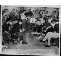 1950 Press Photo Phillies player rep Gran Hamner, Ed Sawyer manager & team