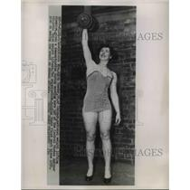 1954 Press Photo Mrs Edith Roeder National weight lift champion in Chicago