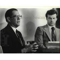 1980 Press Photo Mike Berry Seattle First National Bank Personnel - spa29421