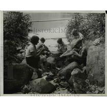 1932 Press Photo Camp Fire Girls Weaving Baskets at Lake Cohasset, New York