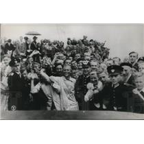 1938 Press Photo Crowd Greeting English Channel Swimmer Jenny Kammergaarde