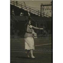 1921 Press Photo Edith Sigourney in action on tennis courts - net17242