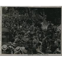 1921 Press Photo Crowds Greet Peace Envoys after St. George's Cathedral Mass