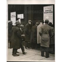1926 Press Photo Crowd Studying Volunteer Call for London Strike - ney14912