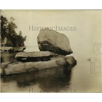 """1926 Press Photo """"Balancing Rock"""" at Apostle Island, Lake Superior - mjx06421"""