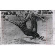 1963 Press Photo Jubiel Wickheim, world log rolling champ, dunks brother Ardiel