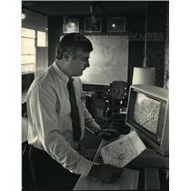 1988 Press Photo Peter Schoeninger, operator of Waukesha County Airport