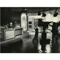 1981 Press Photo Phylis Watson and Carl Zimmerman co-anchor the newscast