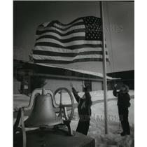 1994 Press Photo Students lowering the flag at a school in Washington Island