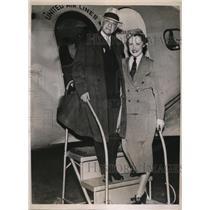 1936 Press Photo A.E. Jessurun Boards Plane For a 16,000 Mile Aerial Journey