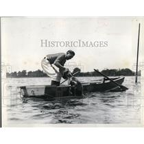 1938 Press Photo A retreiver dog returns to a boat with bird in mouth