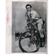 1953 Press Photo Francisco Ellas rode bicycle 20,000 miles from Argentina to TX