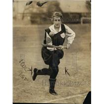 1921 Press Photo Miss KE Lidderdale English girls field hockey - net17931