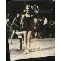 1924 Press Photo Billie Findley at a swim & dive meet for 50 yard freestyle