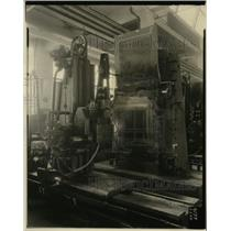 1927 Press Photo Automatic Steel Body Die cutter for Auto Manufacturing