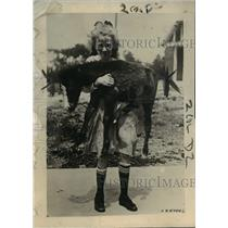 1920 Press Photo Little Frisky tiny pony in Milwaukee Wisconsin - net19038