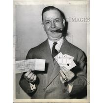 1944 Press Photo John K. Jennings Holds $5 from Poker Fan to Organize League
