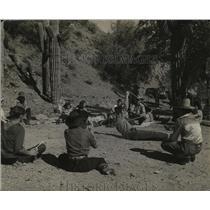 1941 Press Photo Arizona Cowboys Demonstrating Lasso Roping for British Children