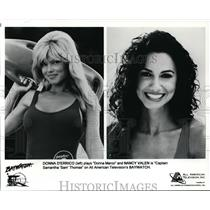 Press Photo Donna D'Errico and Nancy Valen in Baywatch. - orp30617