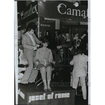 1982 Press Photo Josef of Rome Wig Designs - spa31137