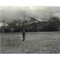 1980 Press Photo Guy Russo of Coeur d'Alene and his Airplane Model Glider