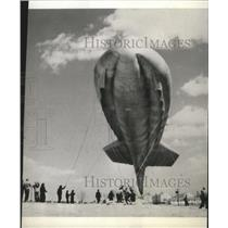 1942 Press Photo Barrage Balloon being sent aloft at Camp Tyson - spa31708