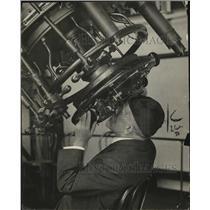 1924 Press Photo Professor Hall of Naval Observatory Using 26 Inch Telescope