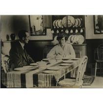 1919 Press Photo Interior View London Municipal Bungalow for War Families