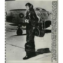 1975 Press Photo Pilot Francis G. Powers in U.S Air Forces Flight Training