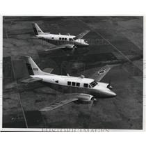 1966 Press Photo Beech Aircraft Queen Air B80s during Test Flight - ney16977