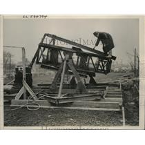 1941 Press Photo BF Goodrich Comp Test Self Sealing Gas Tanks Military Planes
