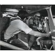 1972 Press Photo The FBI agents who flew to the area prepared to leave
