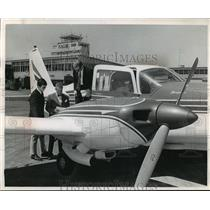 1967 Press Photo Piper Aztec for a flight to Milwaukee from Chicago's O'Hare
