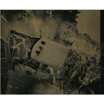 1984 Press Photo Brian Carson and His Flaming Auto Crash on One of Three Cars