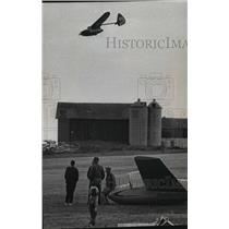 1964 Press Photo Experimental Glider comes for landing at Aero Park - mja12568