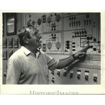 1983 Press Photo Michael Becker, utility manager, monitors water processing