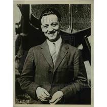 1929 Press Photo French flyer Lionel de Marmier prepares to break record