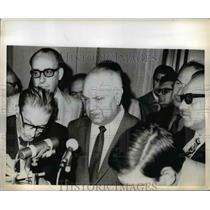 1970 Press Photo Italian Socialist Leader Francesco De Martino with Newsmen