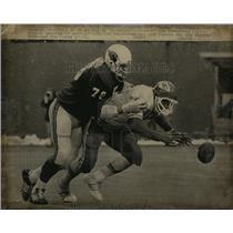 1974 Press Photo KC Chief's Cleophus Niller fumbles vs Cardinal's RonYankowski