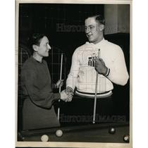1935 Press Photo Georgia Veatch & Jay Berwanger U of Chicago at billards