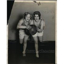 1928 Press Photo Gertie Hoppe & Erna Heinz Illinois Bank basketball team