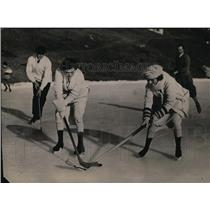 1924 Press Photo Women playing ice hockey in Canada - net03007