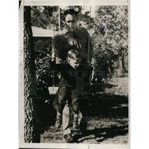 1939 Press Photo Indians pitcher Johnny Allen & son John Jr at St Petersburg Fla