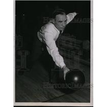 1935 Press Photo Mark Marino wins 120 game World Championship bowling