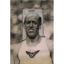 1920 Press Photo Fred Faller at a track meet - net04006