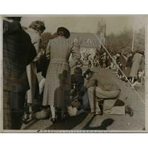 1936 Press Photo Scotland field hockey forward Ann Grant Henderson injured