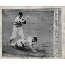 1940 Press Photo Cardinals' Eddie Kazak put out at 2nd by Giants' Buddy Kerr