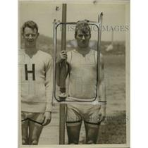 1926 Press Photo Harvard University captain Winthrop holding oar - net05237