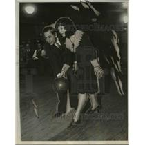1930 Press Photo Joe Falcaro & Dorothy Dales at bowling - net05253